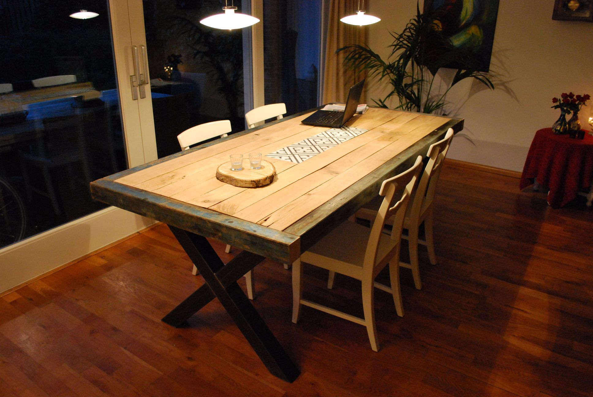 Tafel achter bank. best simple smalle woonkamer bank eettafel in